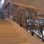 正确安装铁艺楼梯扶手